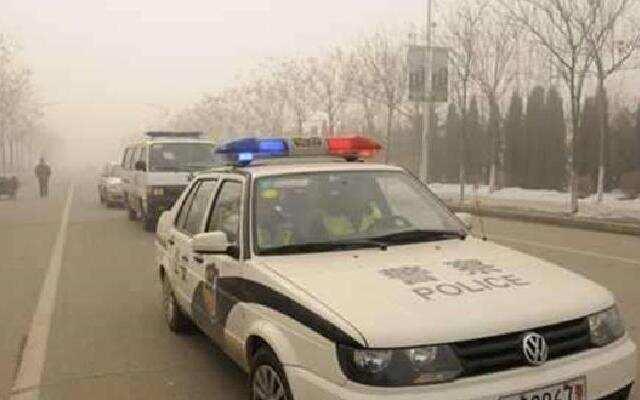 执勤交警只听了6秒,立即开警车为他开道