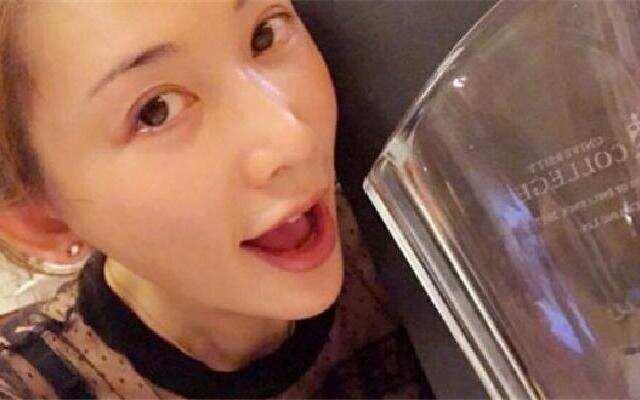 蓝朋友报到:林志玲生日收最特别礼物 素颜晒合照少女感十足