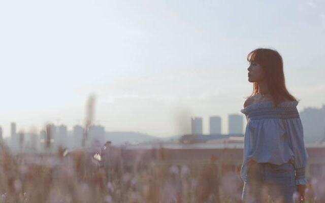 【不要音乐】云南艺术学院刘入娜翻唱邓紫棋《单行的轨道》
