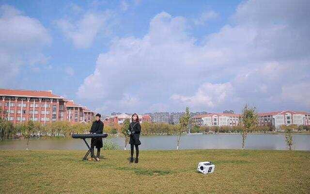 【不要音乐】云南艺术学院孔瑞华翻唱解伟苓《听着我唱歌》