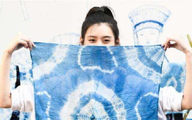 《女人有话说》第9期:奚梦瑶走心设计情侣衫 苏芒领衔探访传统手工扎染手艺