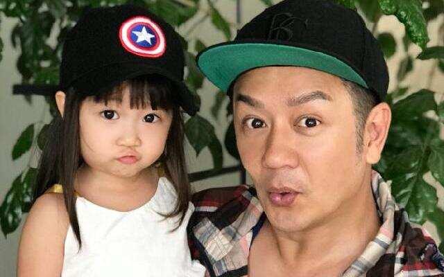 蓝朋友报到:陈浩民女儿连跳两级 7岁上小学三年级