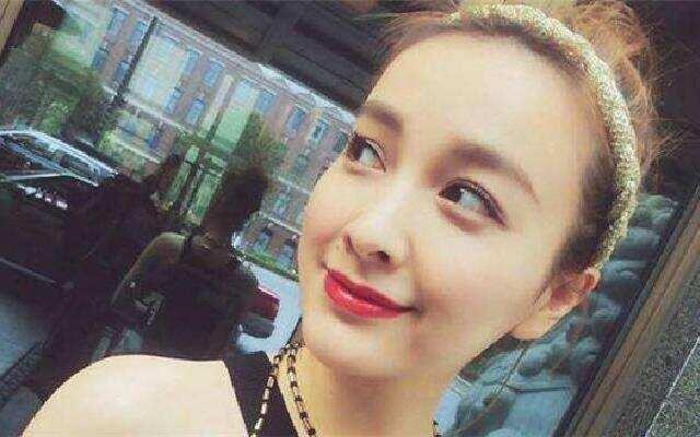 吴昕造型突破变二次元少女