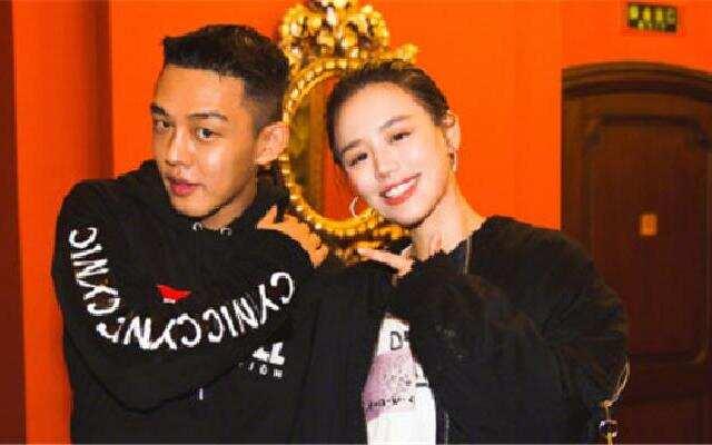 马思纯与刘亚仁合影啦