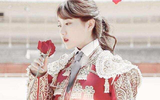 SNH48李艺彤化身冰雪公主
