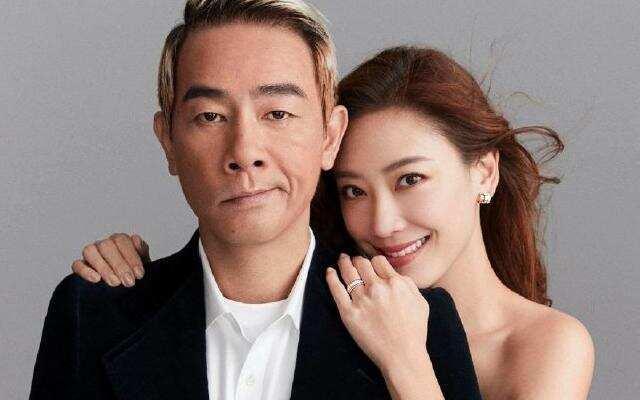 蓝朋友报到:陈小春应采儿结婚9周年携手拍大片 深情对望甜蜜爆表