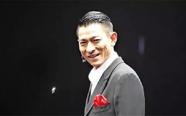蓝朋友报到:刘德华再度入纸申请补办演唱会 经历腰伤意外与流感:生命就是起起落落