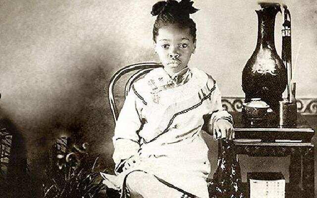 【中国照相馆】清朝非裔缠足少女带火最潮流椅子, 至今仍是卖得最成功的椅子