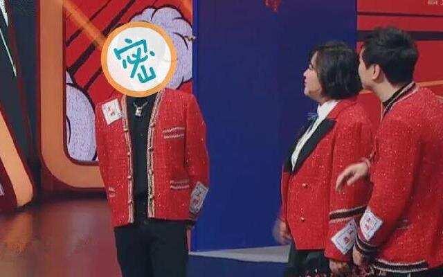 """《王牌对王牌4》:华晨宇现场拍丑照 贾玲点评""""非常丑了"""""""