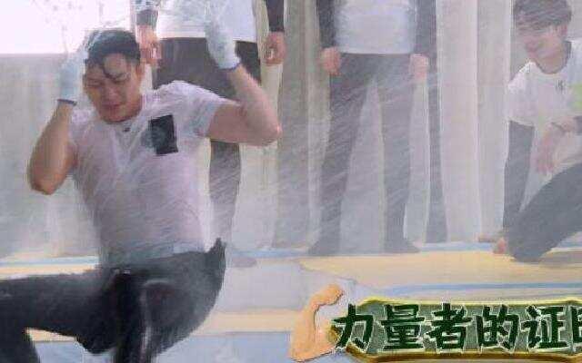 """《奔跑吧3》:李晨""""黑牛""""变""""水牛"""" 兄弟团化作""""浪里白条"""""""