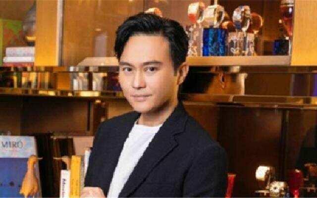 蓝朋友报到:张智霖称爱给老婆买表  透露明年将在红馆开唱