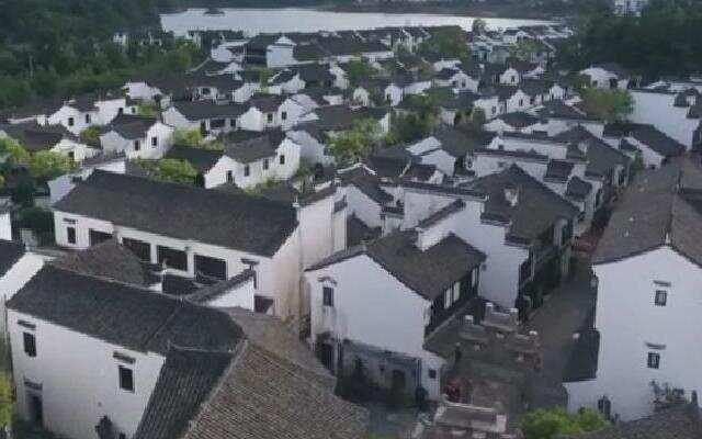 """《中国村落》:""""重生""""沉入千岛湖的古狮城 文渊狮城一座靠记忆而建的仿古县城"""