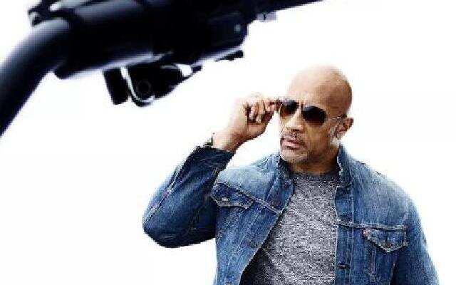 《速度与激情:特别行动》强森战力爆棚手拉直升机