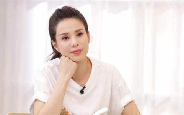 《熟悉的味道4》:李若彤害怕妈妈忘事 帮助妈妈锻炼记忆力