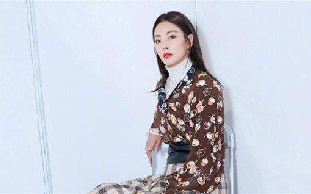 """蓝朋友报到:张雨绮挑战吃蜘蛛  女神竟如此""""重口味"""""""