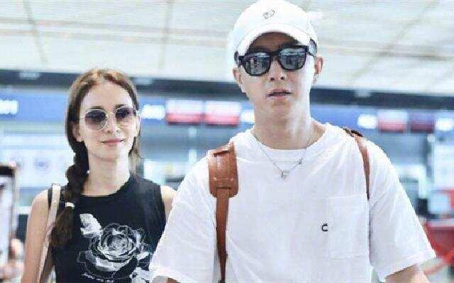 蓝朋友报到:韩庚携女友现身机场  卢靖姗手上戒指引关注
