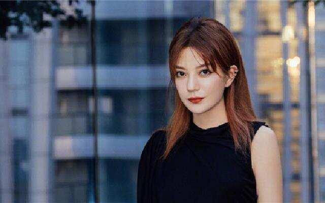 蓝朋友报到:赵薇谈演员整容现象     网友觉得她说了一句废话