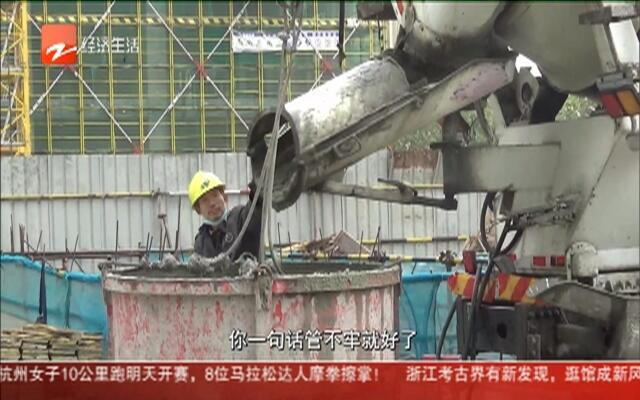 """塔吊司机关电闸影响施工  班头称是""""个人行为"""""""