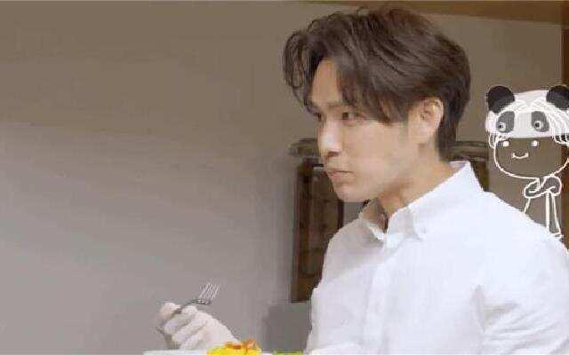 《漫游记》:钟汉良为弟弟们下厨 暖心制作意大利饺子