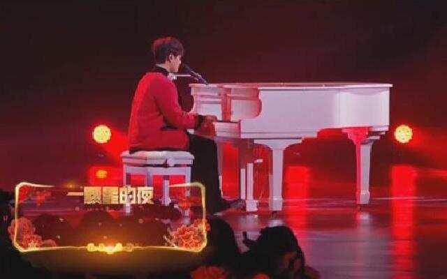 2020浙江卫视春晚:《一颗星的夜》 尤长靖深情弹唱