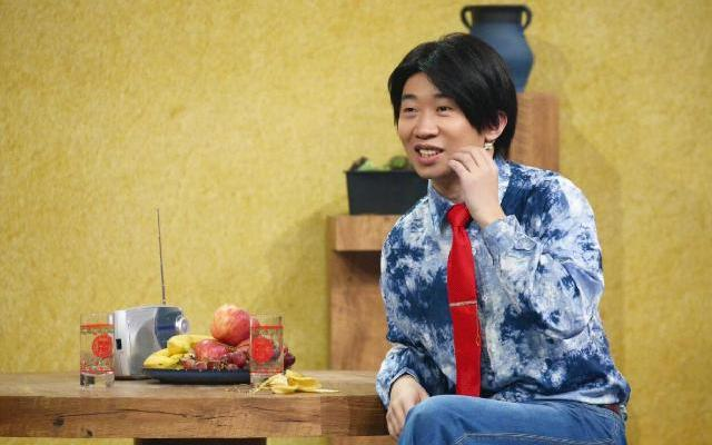 《王牌对王牌5》:杨迪复古造型上演霹雳舞 现场爆笑不断
