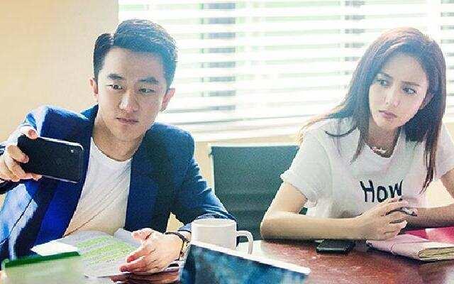 扎心恋爱科:黄轩佟丽娅跟着《完美关系》口碑下跌 全剧能打的竟然只有她?