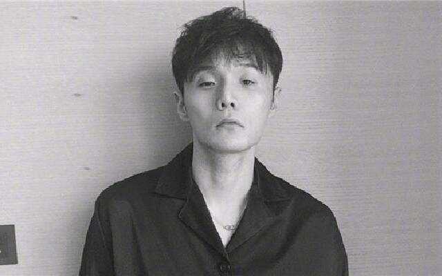 蓝朋友报到:李荣浩晒自拍掉十个粉丝 委屈表示:我不敢再发了