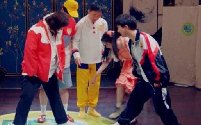 《青春环游记2》:青春春游团集合 各自还原儿时模样