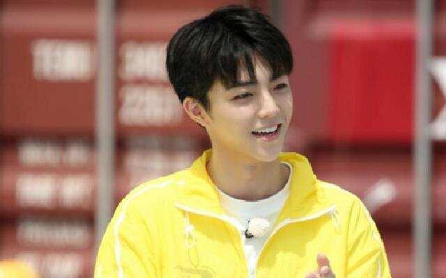《奔跑吧4》:蔡徐坤为陈立农打歌 大厂男孩可爱互动