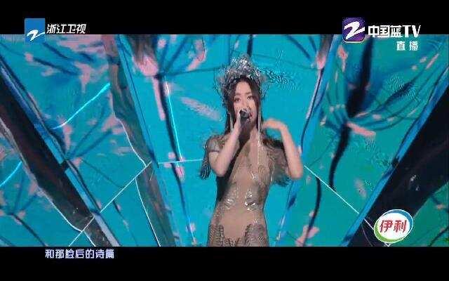 浙江卫视百度好奇夜:张靓颖惊艳造型亮相 演唱特别歌曲《千百度》